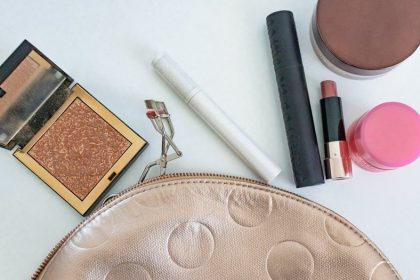 Picture of what's in my travel makeup bag.