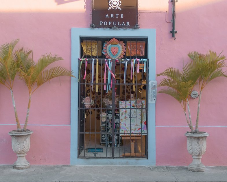 Beautiful bright pink store on Calzada De Los Frailes .